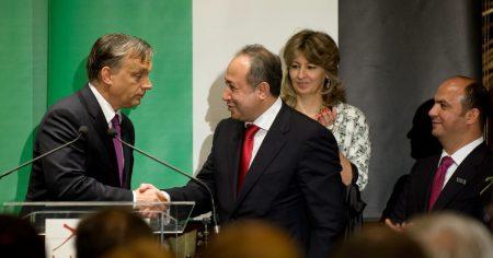Mintha csak ma lett volna: Orbán Viktor és Zaid Naffa Jordánia magyarországi tiszteletbeli konzulja kezet fog a Buddha-Bar Hotel Klotild Palace megnyitó ünnepségén 2012. június 14-én. (Fotó: MTI/Kollányi Péter)