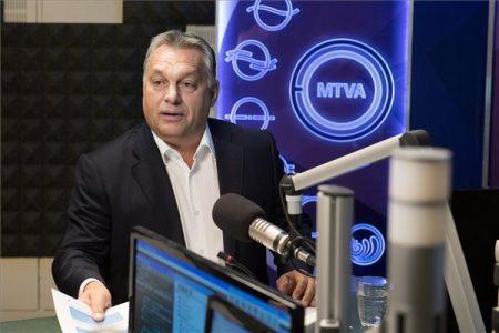 Orbán interjút ad a 180 perc című műsorban a Kossuth Rádió stúdiójában 2017. október 6-án. (MTI Fotó: Koszticsák Szilárd)
