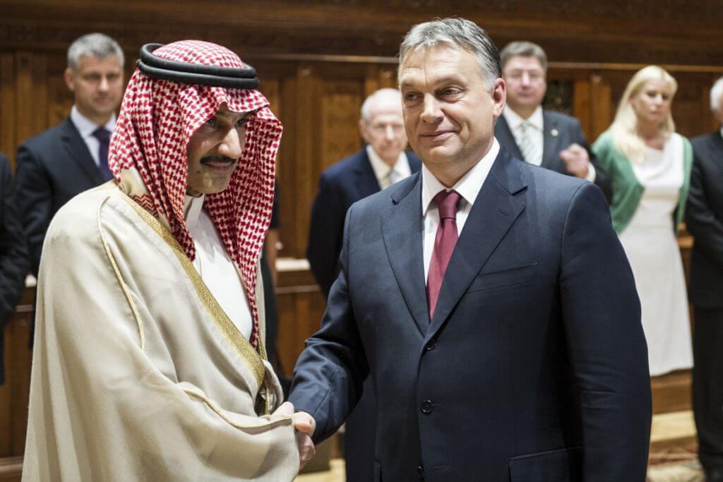 Orbán Viktor kitüntette Al-Valíd bin Talál bin Abdel-Azíz Ál Szaúd herceget 2014 júliusában (Fotó: Botár Gergely)