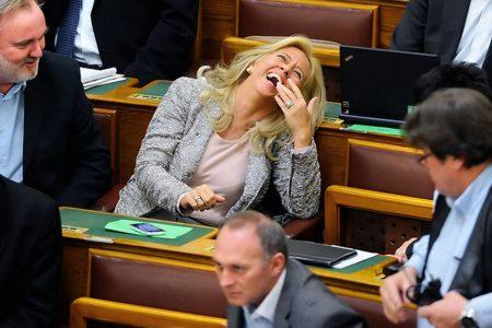 Selmeczi Gabriella, aki nyugdíjvédelmi miniszterelnöki megbízottként levezényelte a Manyup-pénzek államosítását (Fotó forrása: nol.hu)