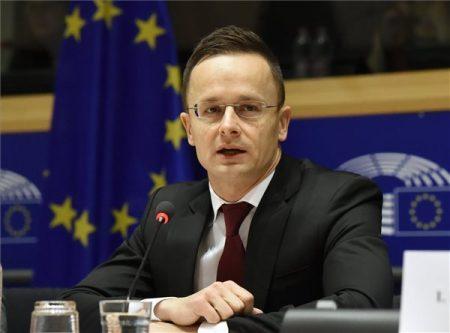 Brüsszel, 2017. december 7. A Külgazdasági és Külügyminisztérium (KKM) által közreadott képen Szijjártó Péter külgazdasági és külügyminiszter beszédet mond a jogállamiság magyarországi helyzetéről tartott meghallgatáson az Európai Parlament (EP) belügyi, állampolgári jogi és igazságügyi szakbizottsága (LIBE) ülésén Brüsszelben 2017. december 7-én. MTI Fotó: KKM
