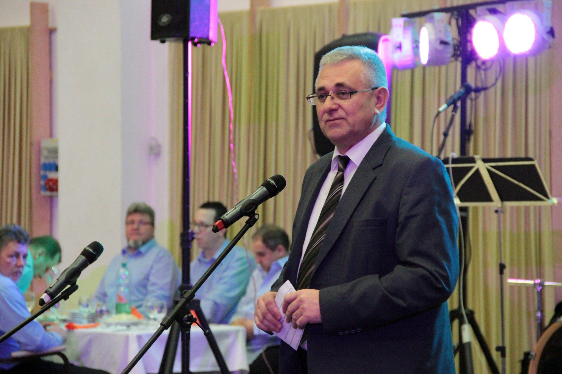 Demeter Zoltán országgyűlési képviselő és házigazda (Fotó: Facebook/Sajómente)