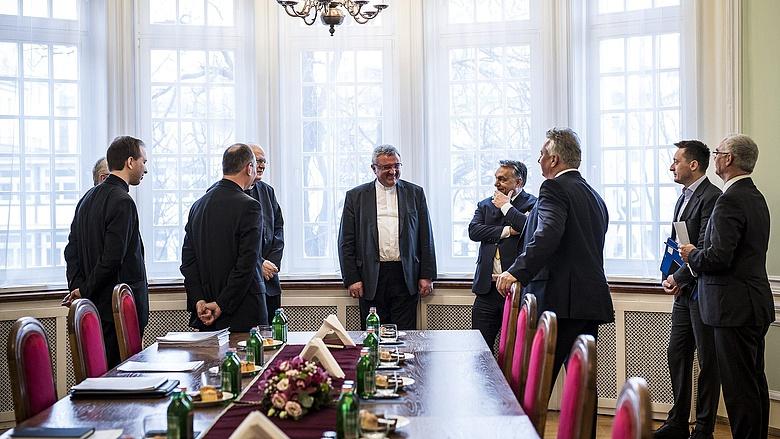 Orbán Viktor és kísérete (Rogán, Semjén, Balog) 2018. február 13-án a Magyar Katolikus Püspöki Konferencia (MKPK) Állandó Tanácsának tagjaival tárgyalt (Fotó: MTI / Miniszterelnöki Sajtóiroda / Szecsődi Balázs)