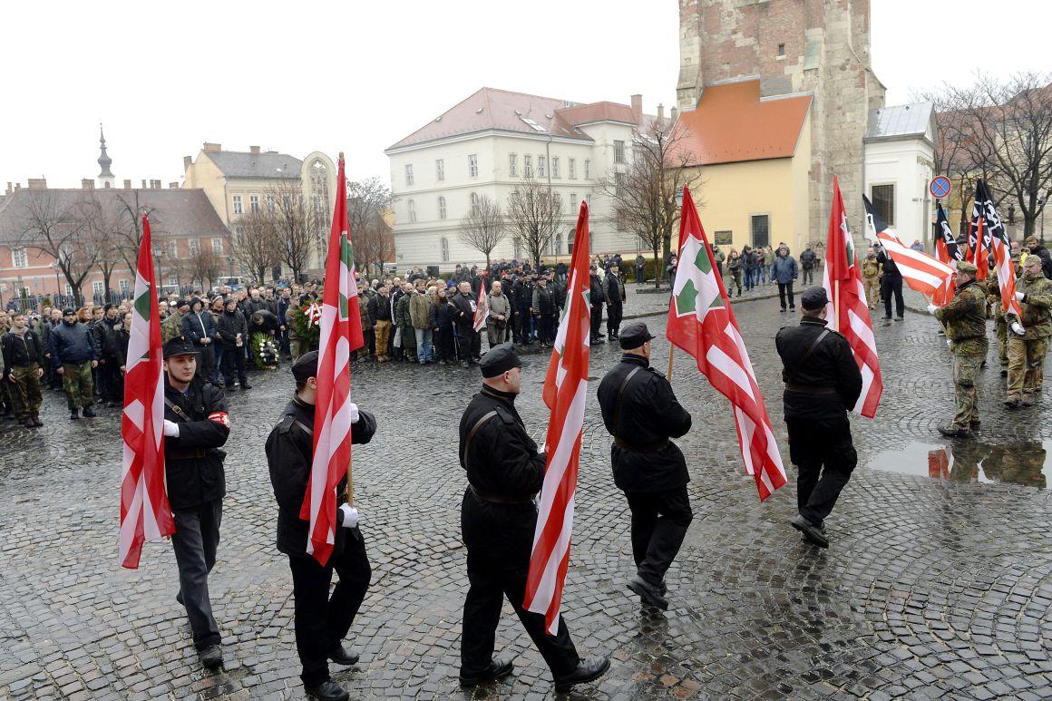 Szélsőjobboldali szervezetek a Becsület napja nevű megemlékező akción a budai Várban 2016-ban. A szélsőjobboldal minden év februárjában megemlékezik arról, hogy 1945-ben – óriási veszteséget szenvedve – a német és magyar csapatok megpróbáltak kitörni a szovjet ostromgyűrűbe zárt budai Várból. (MTI Fotó: Kovács Tamás)